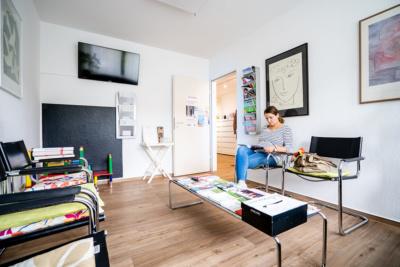 Frauenärztin Troisdorf - Dr. Bellinghausen - Wartezimmer der Praxis